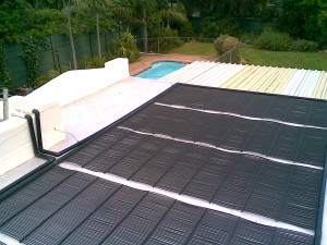 Nice weather, cold pool water!? Heating your swimming pool – how does it work?
